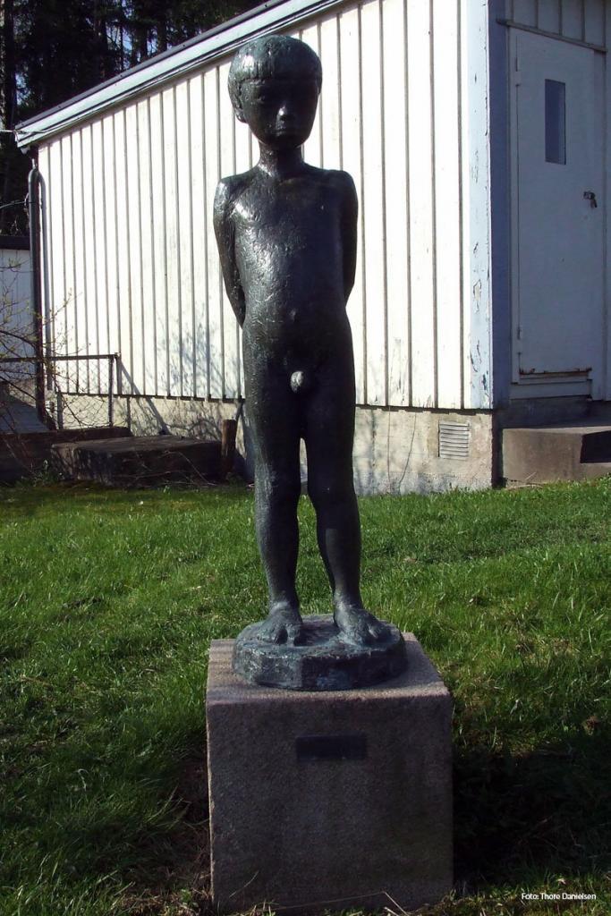 Laffen. En statue av Kåre Orud. På Undelstad i Asker.